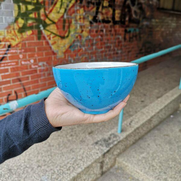 plava porculanska zdjelica
